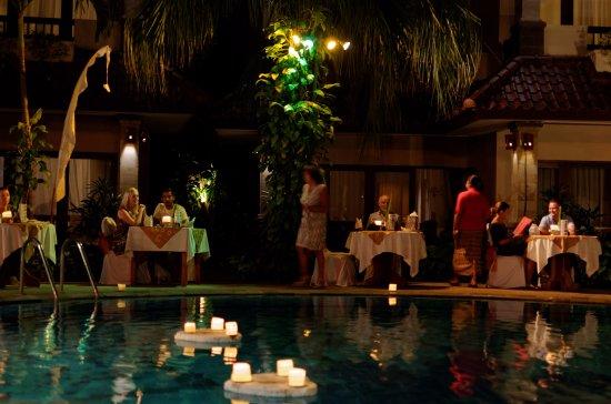 Parigata Resort & Spa: Buffet eveing
