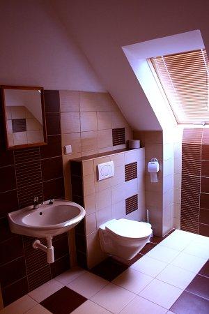 Roznava, Slovakia: Kúpeľňa na poschodí