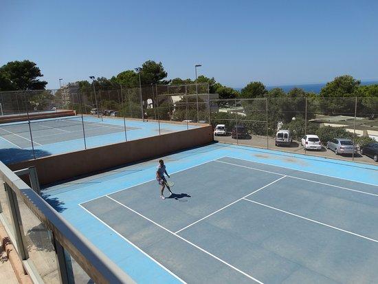 Terrains de tennis picture of sun club el dorado for Dimension d un terrain de tennis