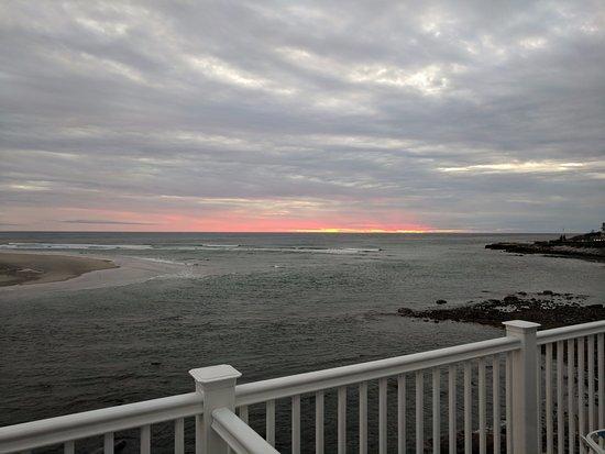 The Sparhawk Oceanfront Resort: Sunrise