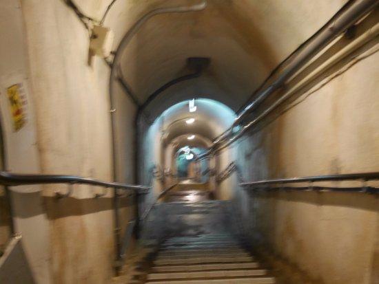 旧海軍司令部壕, 壕内の階段