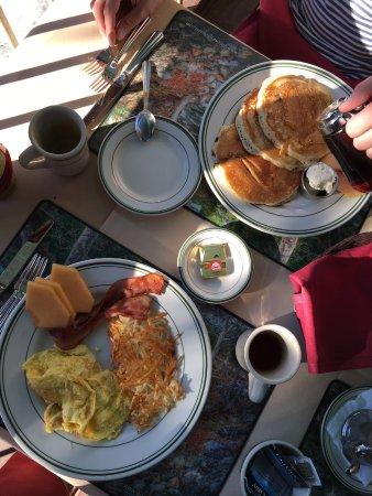 Three Rivers, Kaliforniya: Pancakes, omelette and hash browns