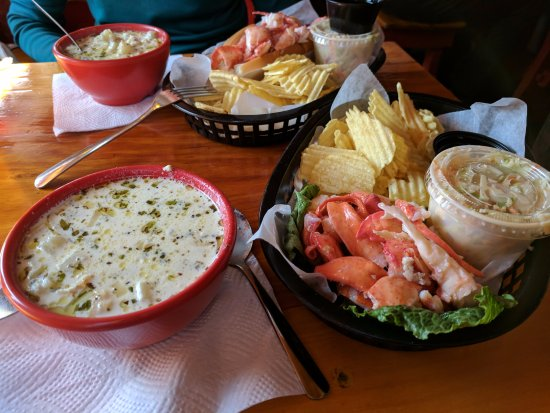 Lobster Shack : Chowder and lobster roll special