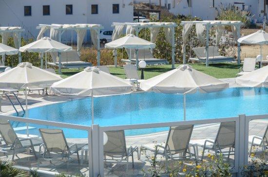 Agios Prokopios, Greece: Pool sun loungers!
