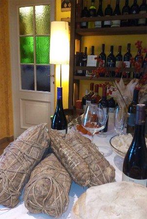 Bosnasco, Italien: Grandi salumi stagionati nostra cantina