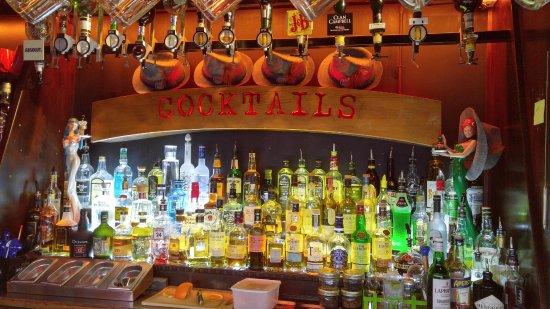 Le Pub St Hilaire: Bar decor for Oktoberfest