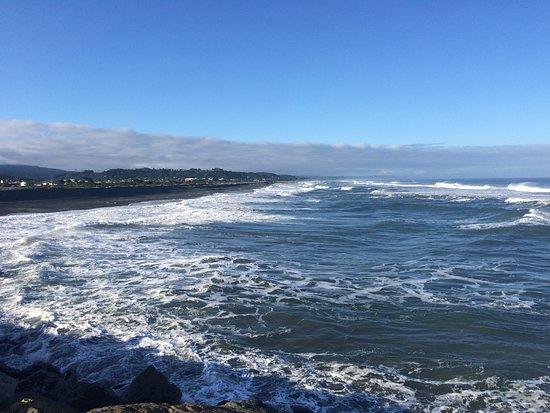 Greymouth, New Zealand: Surfs up!