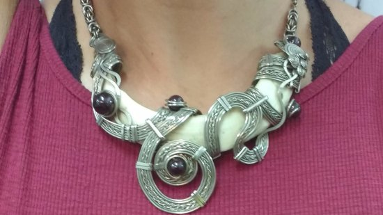 Itaya Arte: Trying on a silver necklace