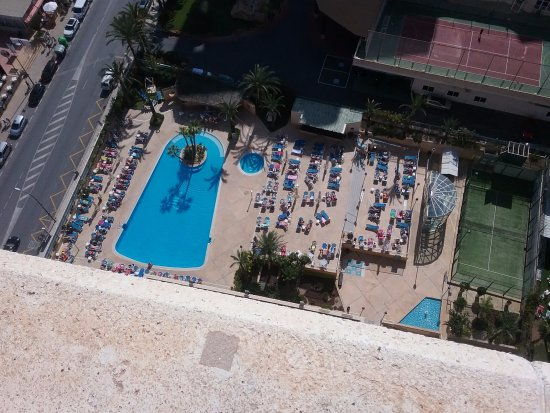 Hotel Levante Club & Spa: Looking down to pool.