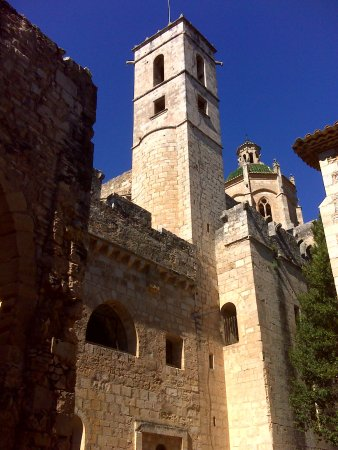 Aiguamúrcia, España: Torre de las Horas y, por detrás, cimborrio.