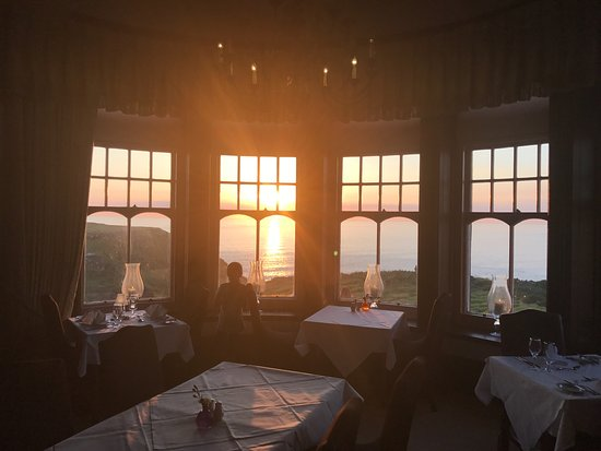 Camelot Castle Hotel: View of sunset from our dinner table