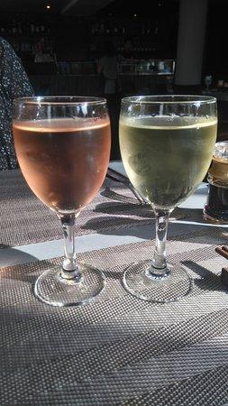 Asnieres-sur-Seine, Frankrig: possibilité de boire vin au verre ( mais aussi bière et thés bien sur )