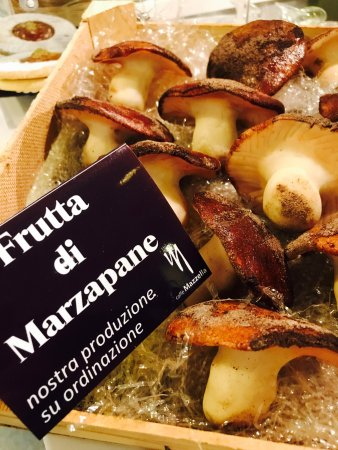 Pedara, Italy: Caffè Mazzella