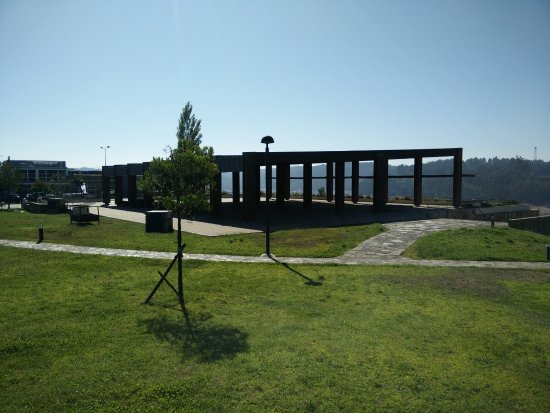 Mortagua, Portugal: Edifício da receção ao fundo