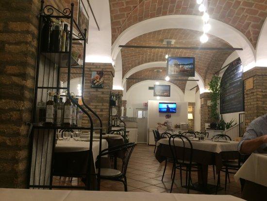 Alfonsine, Italie : Il locale prima appena aperto....dopo è sempre pieno