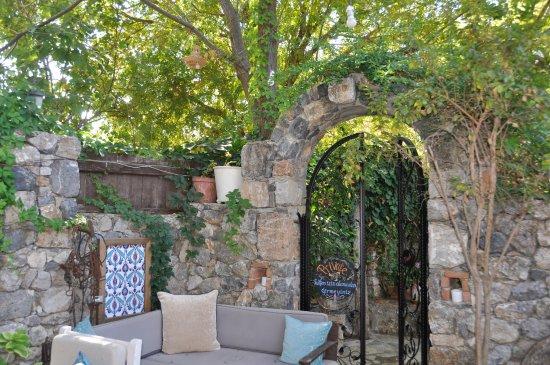 Izela restaurant outdoor seating