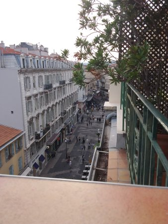 Ajoupa Apart'hotel Nice: The view from the apartment suite terrace, looking west.
