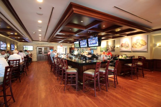 Glen Ellyn, IL: Bar equipped with many tvs and craft beer