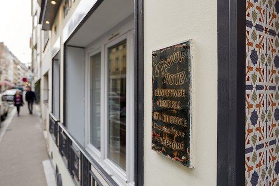 Hotel Viator Paris Rue Des Moines