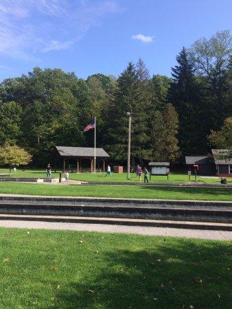 Pittsford, Estado de Nueva York: front of hatchery