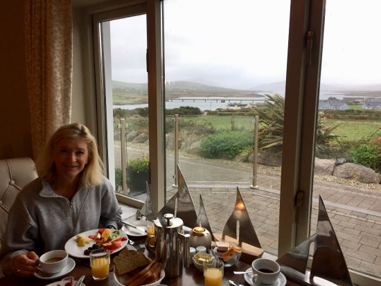 Portmagee, Ireland: Irish breakfast with vegetarian choices and a stunning view.