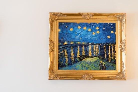 Bayfront Westcott House Bed & Breakfast: Enjoy all three van Gogh Starr Night paintings in Victoria's Room.