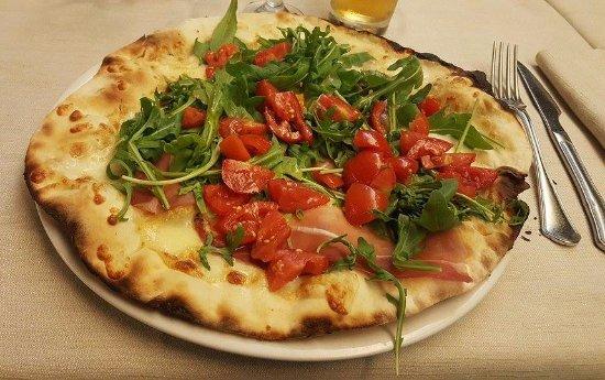 Il Cantinone : Pizza con stracchino, crudo, rucola e pachino