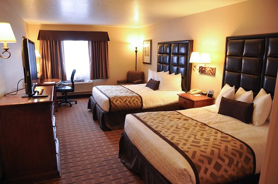 Meridian, Idaho: Spacious Two-Queen Guest Room