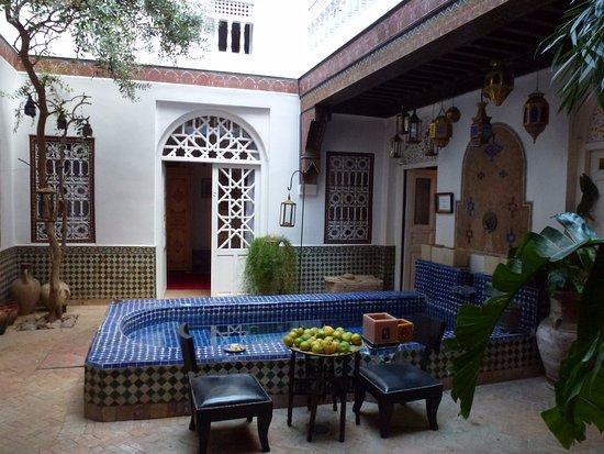 Riad La Terrasse des Oliviers: La cour intérieure avec la piscine