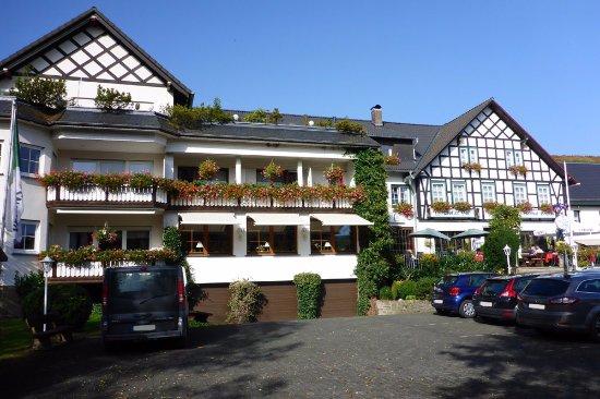 Eslohe, Allemagne : Parkplatz vor dem Woiler Hof