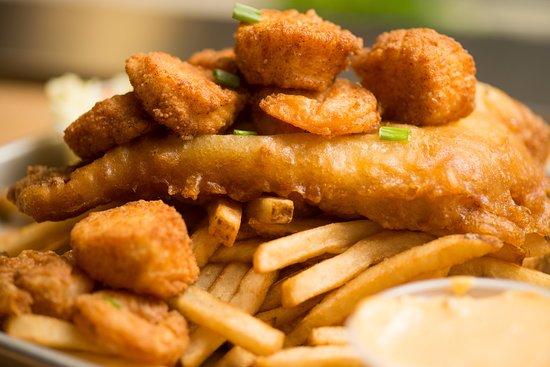 Dartmouth, แมสซาชูเซตส์: Fisherman's Platter - Scrod, Scallops, and Shrimp