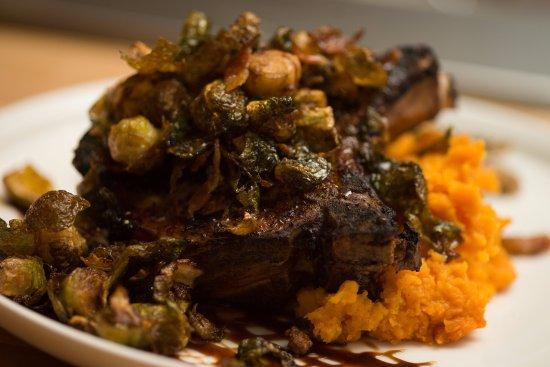 Dartmouth, แมสซาชูเซตส์: Wood-Grilled Pork Chop