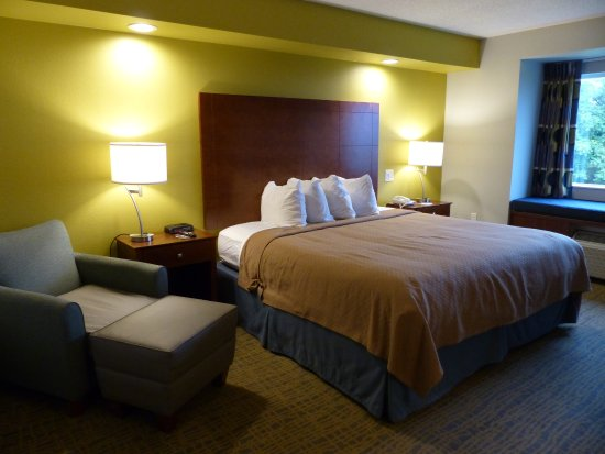 King Bed, Quality Inn & Suites, Staunton