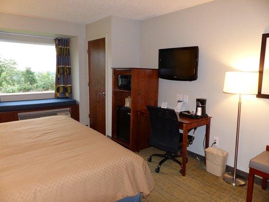 King Room, Quality Inn & Suites, Staunton