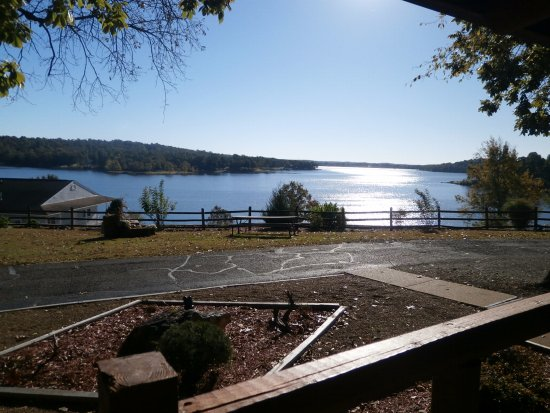 Horseshoe Bend, AR: View of the lake from our rocking chairs on the front porch