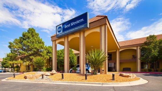 Best Western Airport Albuquerque InnSuites Hotel & Suites: Front of Hotel