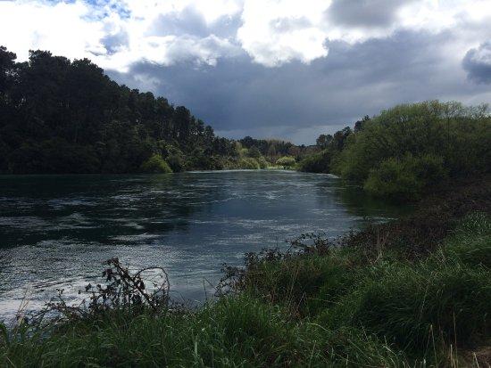 Taupo, New Zealand: River walk