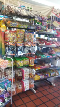 Corinth, MS: Wonderful selection of candy and over 400 sodas