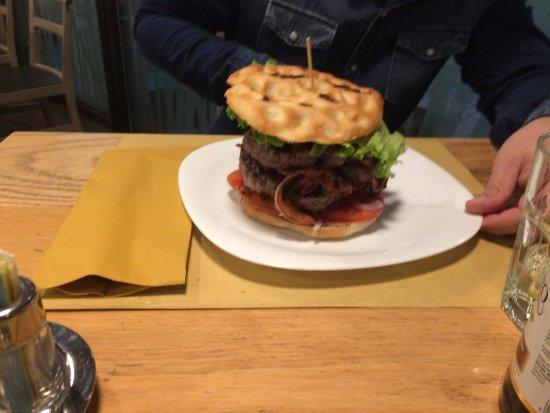 Santa Maria di Sala, อิตาลี: Filetto di canguro e hamburger doppio