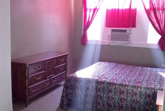 Amargosa Opera House and Hotel: Hotel Room - very basic and clean!