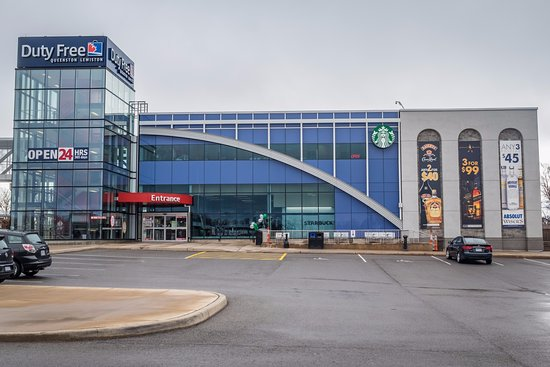 Queenston, Kanada: Starbucks inside the Duty Free