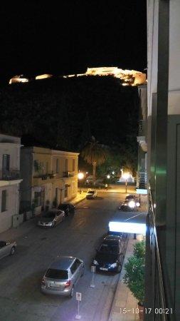 Park Hotel: Όμορφη θέα προς το Παλαμήδι και το πάρκο με το άγαλμα του Κολοκοτρώνη.