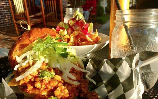 North Augusta, Carolina Selatan: Tuna Nacho's (DELICIOUS) and Buffalo Vegetarian Burger - Great Outdoor Seating!!! Charmed!