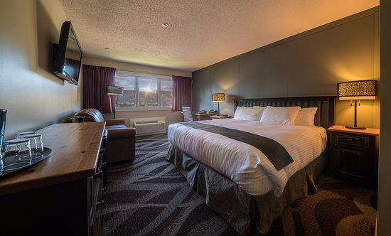 Prestige Hudson Bay Lodge: King Guest Room