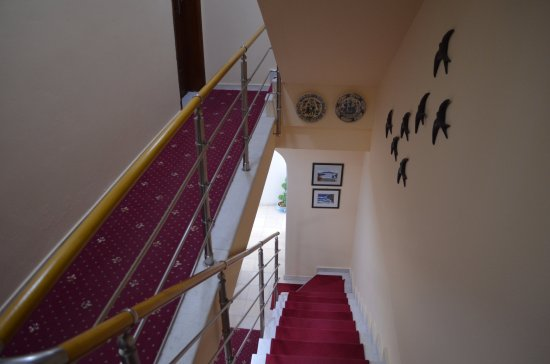 Villa Renos : Stairs down to our room