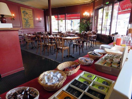 Lons-le-Saunier, France : buffet petit déjeuner