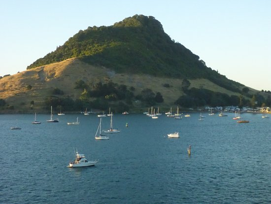 Mount Maunganui, New Zealand: Small boats and mountain
