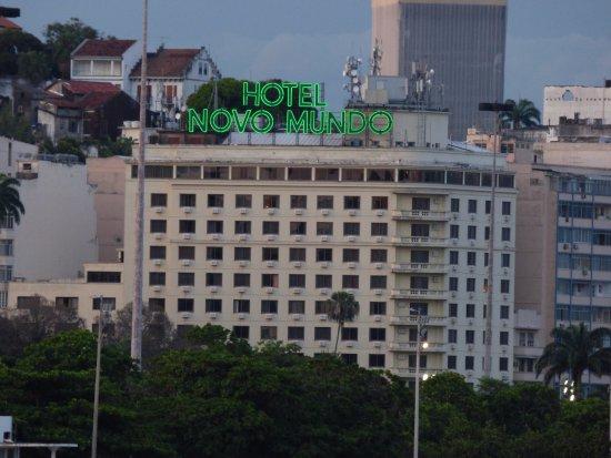 Hotel Novo Mundo: Fachada del hotel desde la playa