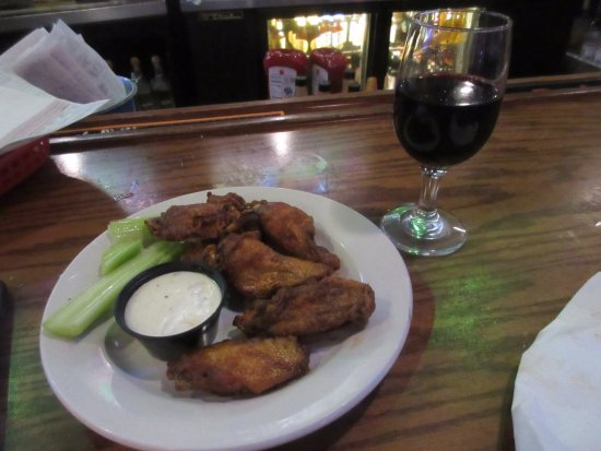Wild Wing Cafe : Wings and wine for late night