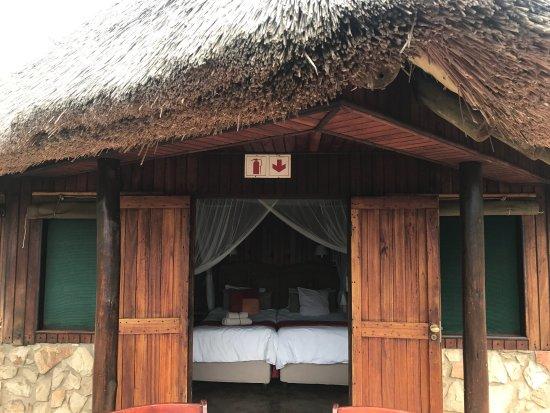 Pongola, Νότια Αφρική: Die Lodge ist einfach sehr stimmig und der Natur angepasst  !!